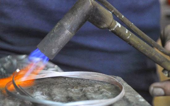 proses-pembuatan-perak-celuk-bali